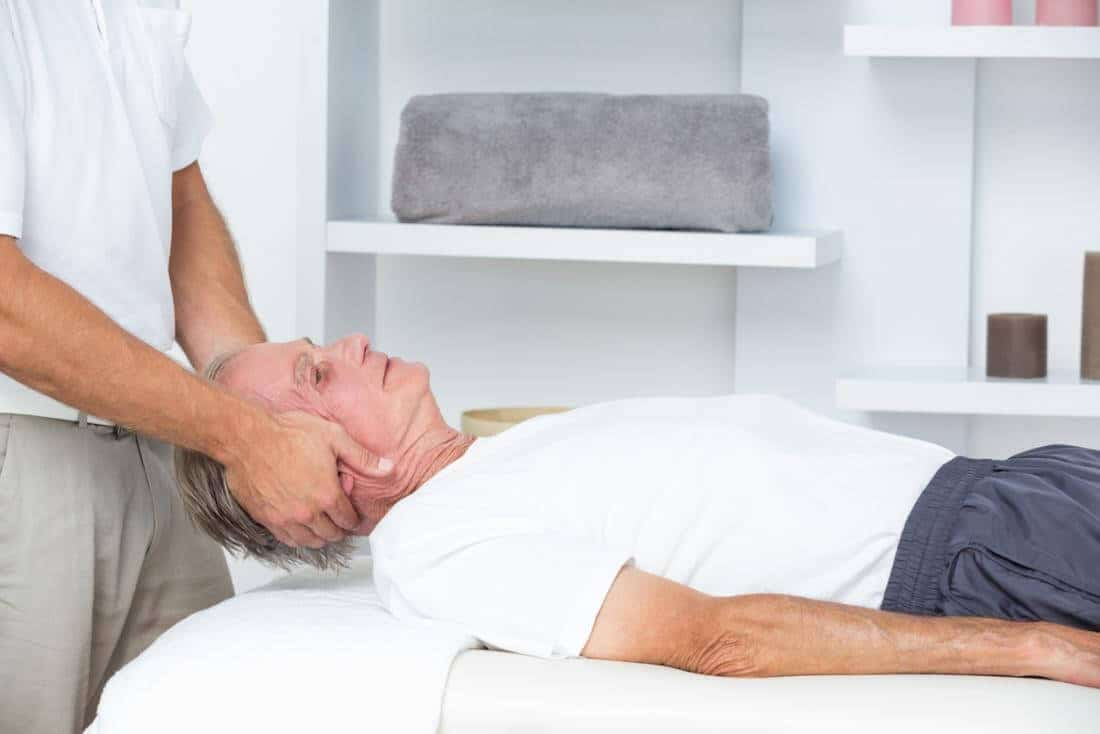 شکستن قلنج گردن چیست و چرا اتفاق میافتد؟