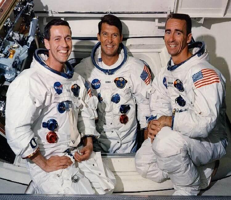 عطسه فضانوردان آپولو 7