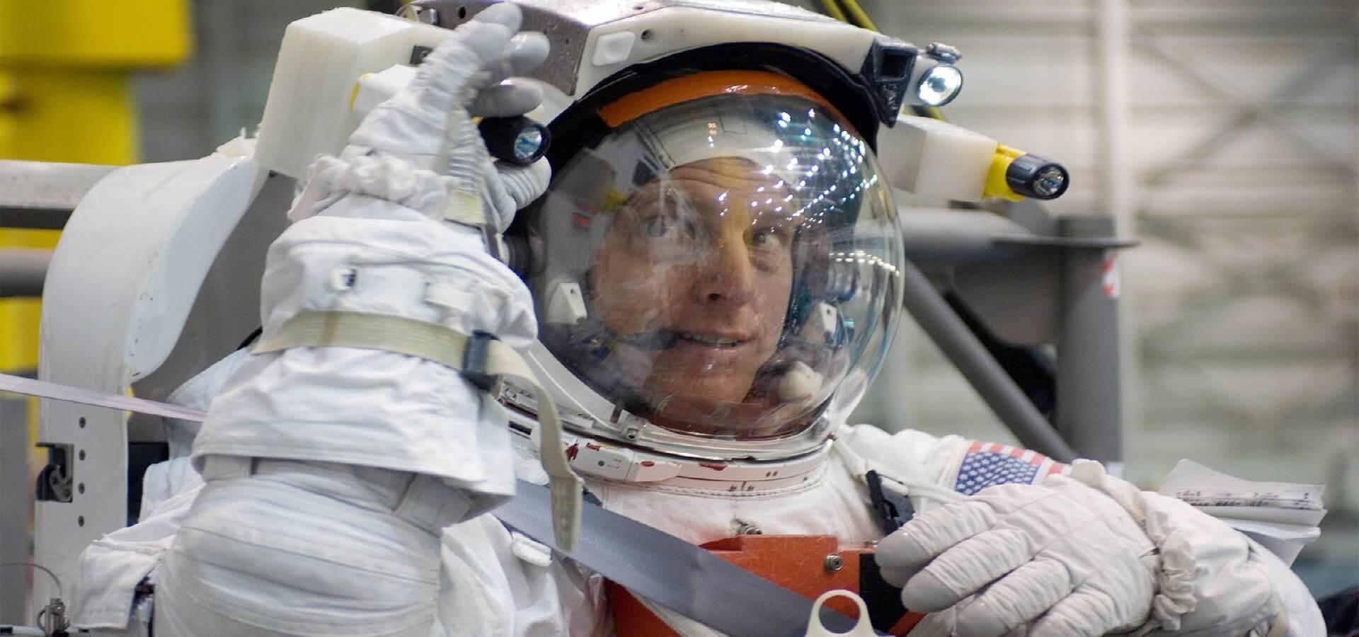 عطسه در فضا
