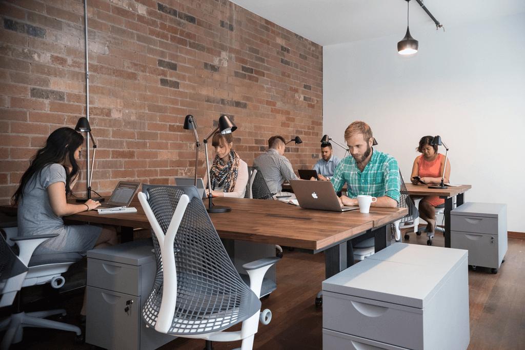 روکیدا   5 مزیتی که فضای کاری مشترک برای استارتاپ شما دارد   توسعه کسب و کار, زندگی و استارتاپ, مدل کسب و کار, مدیریت استارتاپ, مدیریت کسب و کار, کارآفرینی