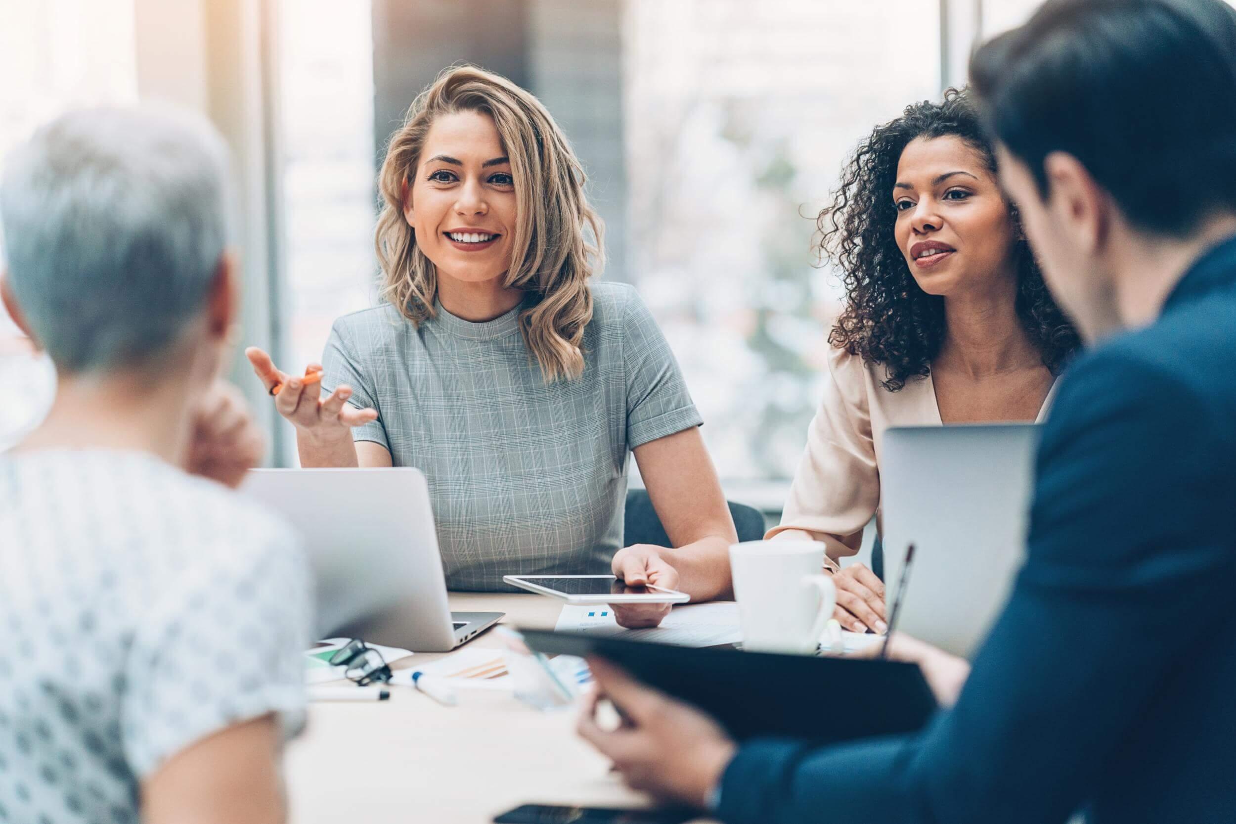 چگونه کارکنانی استخدام کنیم که هوش هیجانی بالایی دارند