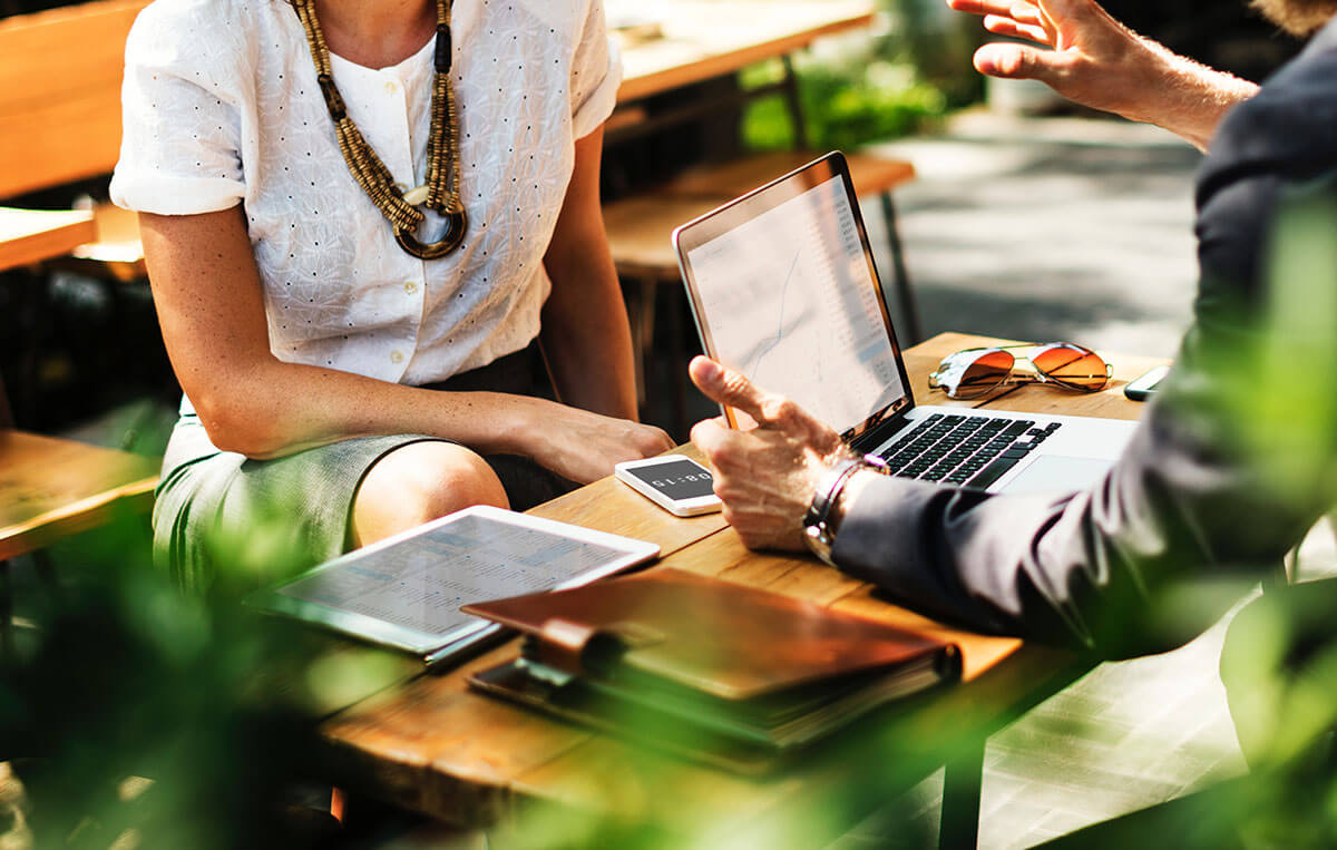 وفاداری مشتری در کسب و کار: چگونه ایجادش کنیم؟