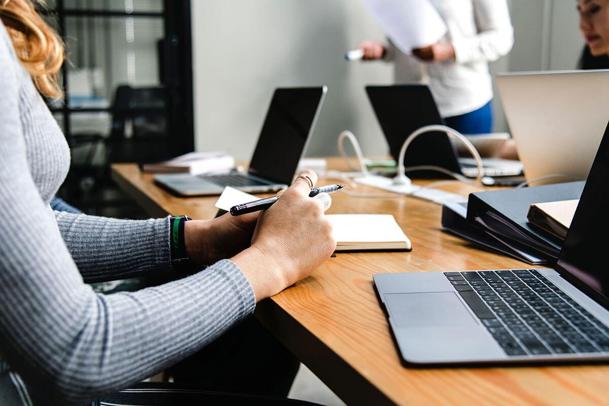7 راه عالی برای استخدام کارگران ساعتی برای کسب و کارتان