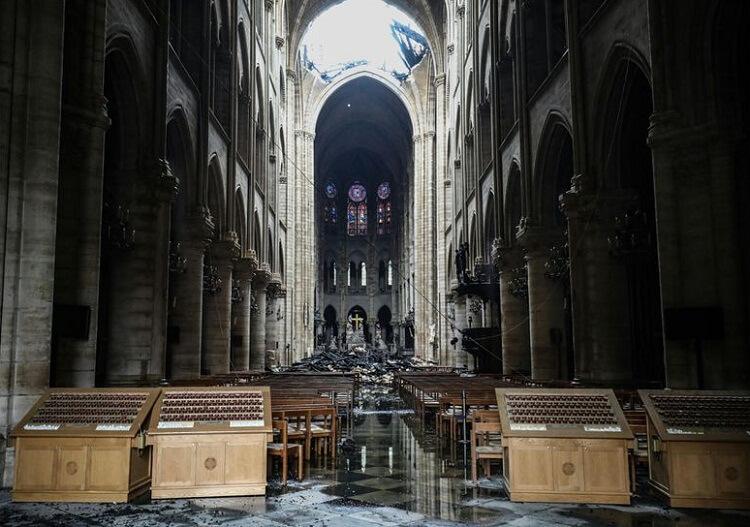 داخل کلیسای نوتردام پس از آتش سوزی