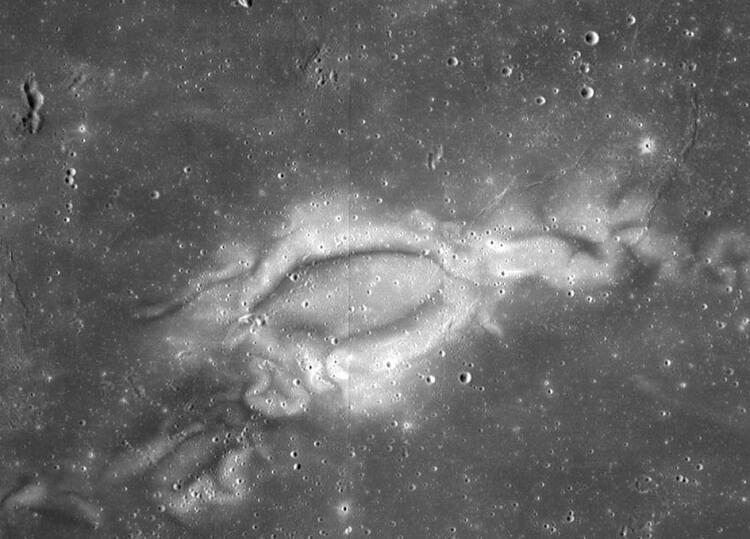 مارپیچ های سطح ماه