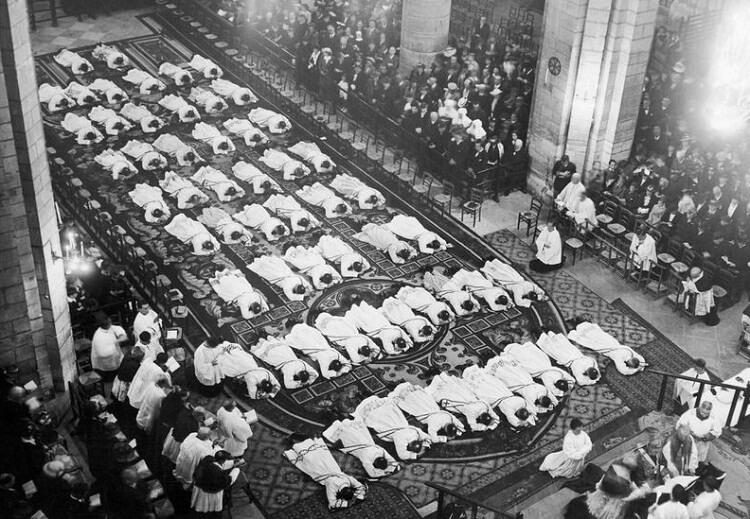 مراسم انتساب کشیش