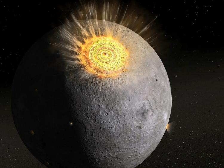 برخورد با سطح ماه
