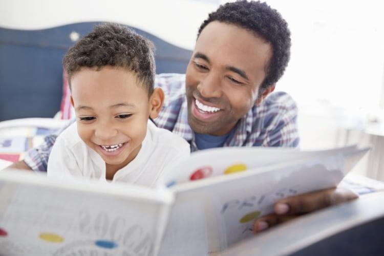 کتاب خواندن همراه با والدین
