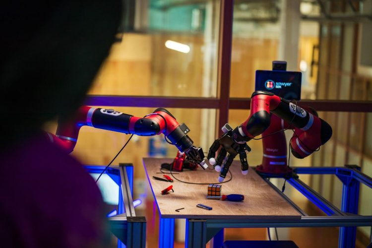 چرا فیسبوک میخواهد این روبات خزنده، خودش راه رفتن یاد بگیرد؟!