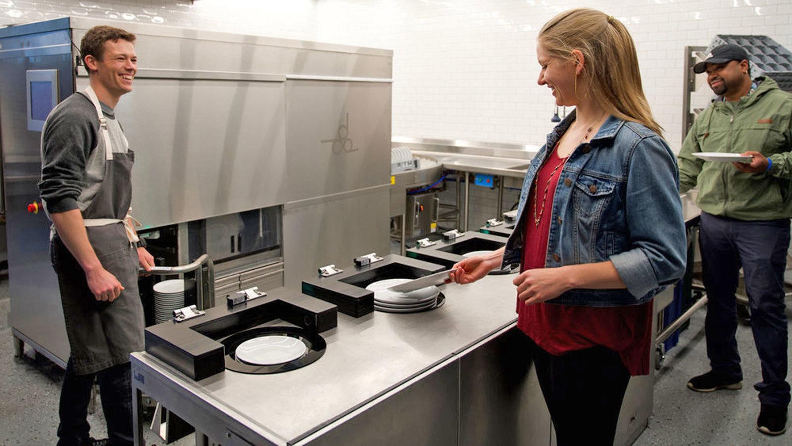ظرفشور رباتیک به کمک رستورانها میآیند