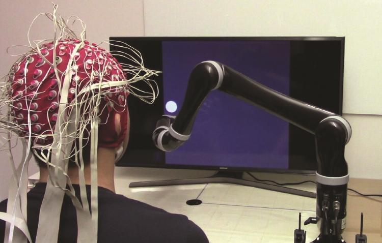 کنترل ذهنی بازوی رباتیک