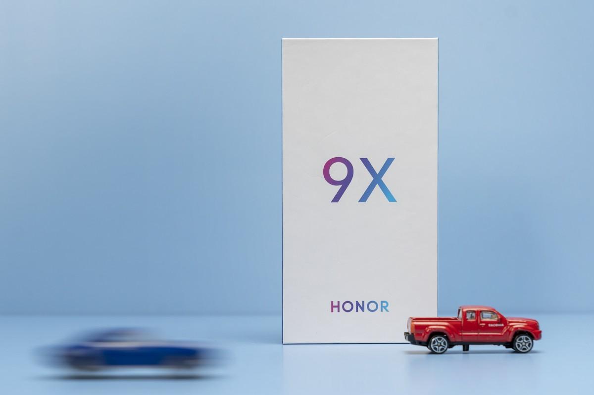 تصاویر تبلیغاتی جدید گوشی Honor 9X عملکرد سریع و عمر طولانی باتری آن را به رخ میکشند