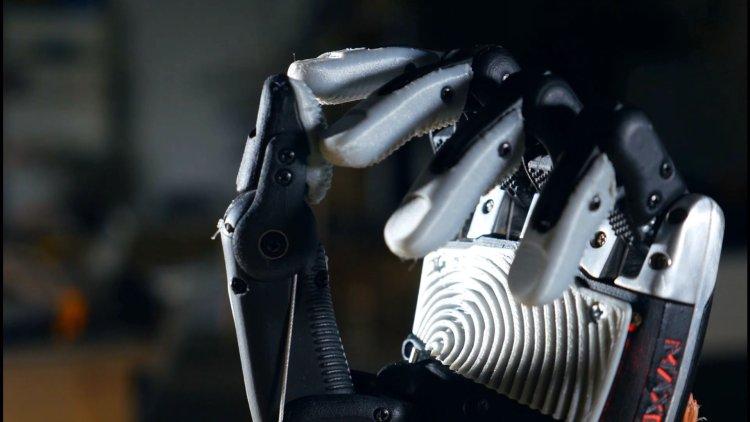 ساخت یک بازوی رباتیک که با کمک باکتریهای سر انگشتان خود محیط اطراف خود را «میچشد»