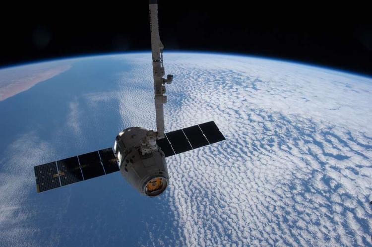 نظارت و جاسوسی ماهواره ها