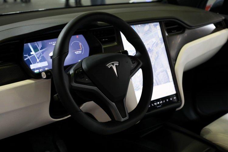 اپل مهندس ارشد بخش طراحی داخلي خودروهاي تسلا را استخدام كرد