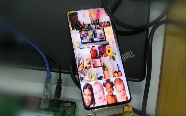 آنر گوشی V30 5G را با نمایشگر حفرهای و دو دوربین سلفی آماده میکند