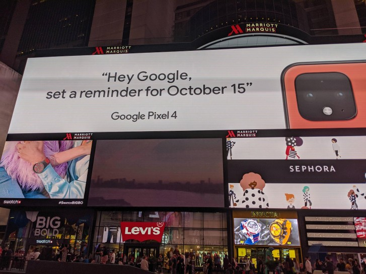 تبلیغ گوگل در میدان تایمز رنگ مرجانی گوشی Pixel 4 را تایید میکند