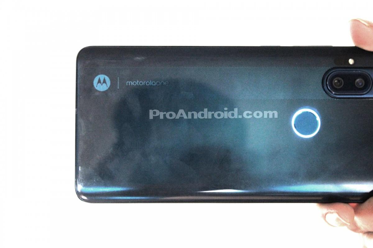 اولین گوشی موتورولا با دوربین سلفی پاپآپ در راه است