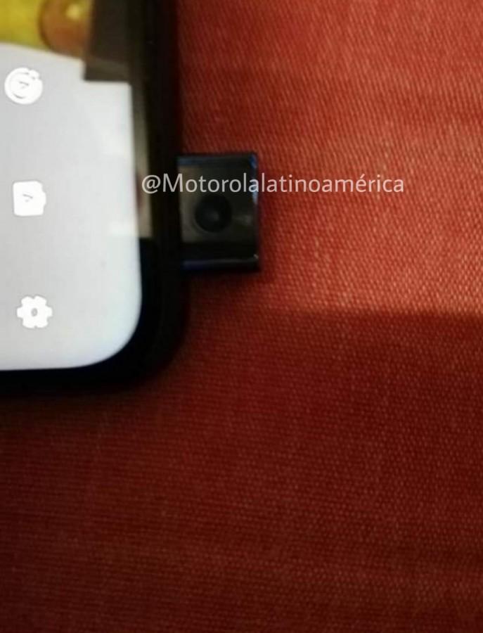 صفحه طرفداران موتورلا تصویر گوشی عرضه نشده این شرکت با دوربین پاپآپ سلفی را منتشر کردند 3