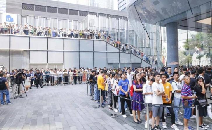 هوآوی ادعا میکند تا الان بیش از یک میلیون دستگاه از سری میت 30 فروخته است