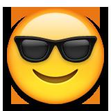 خندان با عینک آفتابی