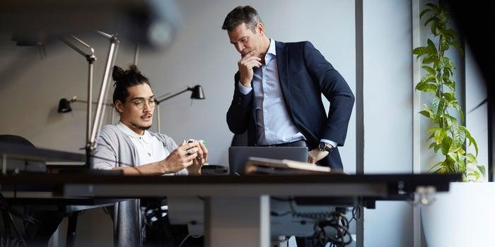 چرا خوب گوش کردن یک مهارت مهم برای بنیانگذاران و کارآفرینان است
