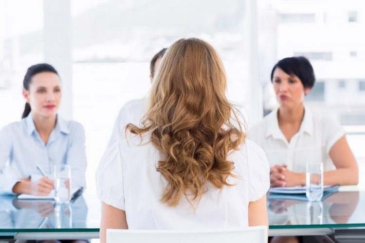 student at job interview best tips for job interviews