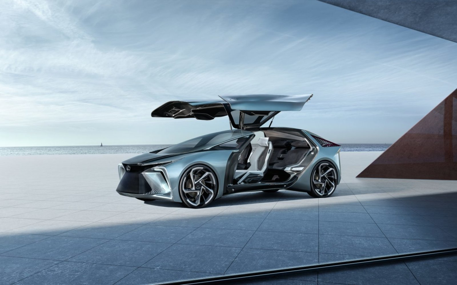 اولین خودرو برقی و خودران لکسوس چه فناوریهایی دارد؟