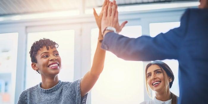 با چه تکنیکهایی میتوانید از کارمندان خود قدردانی کنید؟