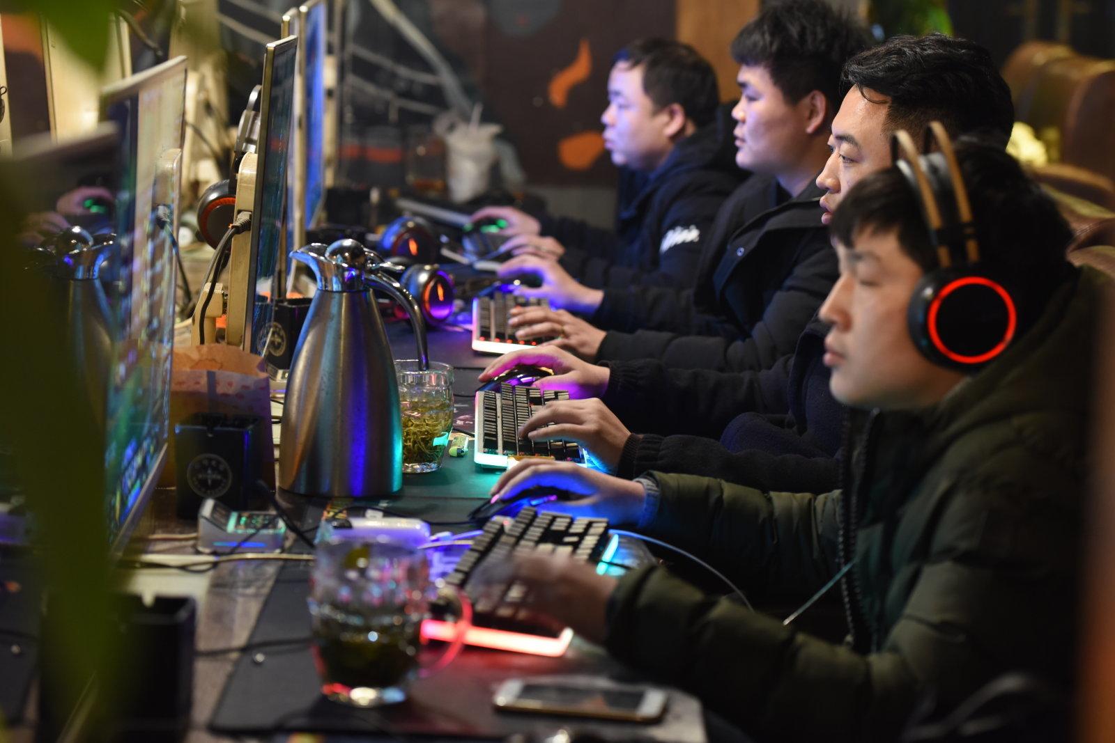 دولت چین برای کنترل محتوای اینترنتی در این کشور چه قانونی وضع کرده است؟