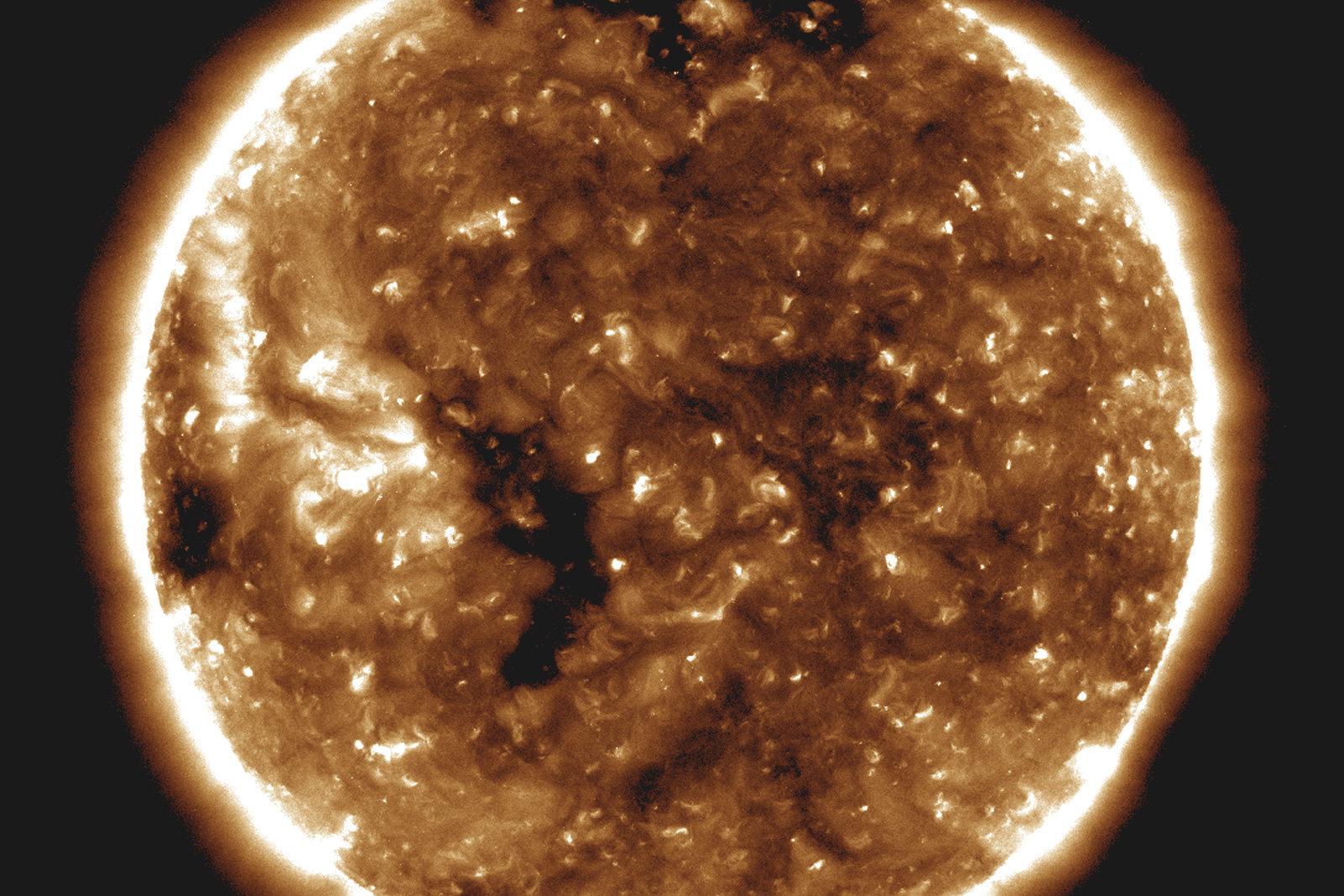 نزدیکترین پرواز تاریخ ناسا به سطح خورشید، راز بادهای خورشیدی را فاش کرد