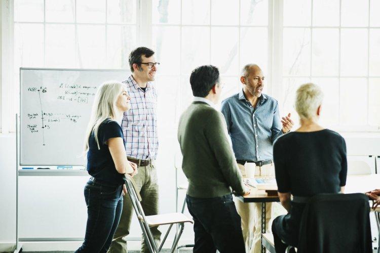 چطور به کارمندان انگیزه داریم بهترین عملکرد خود را نشان دهند؟ 1