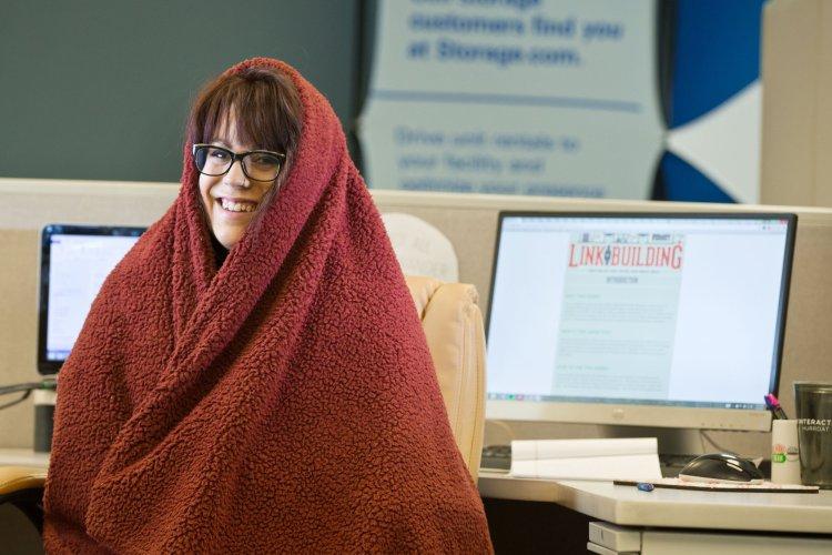 در محیط کار سرد خود گرم بمانید؟ 1