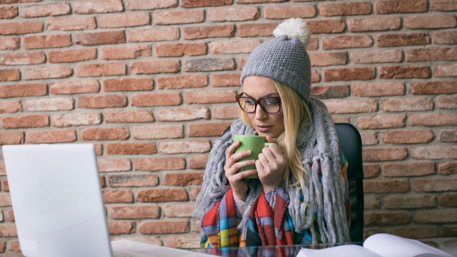 چطور در محیط کار سرد خود گرم بمانید؟