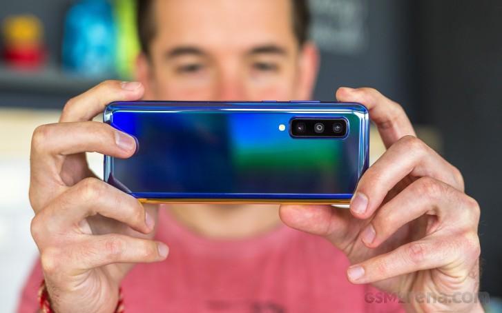 گوشی تاشو بعدی سامسونگ دوربین 108 مگاپیکسل و لنز پریسکوپ با زوم 5 برابر دارد