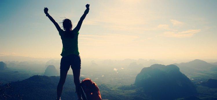 6 عادت غیر منتظره که با اعتماد به نفسترین افراد دارند 1