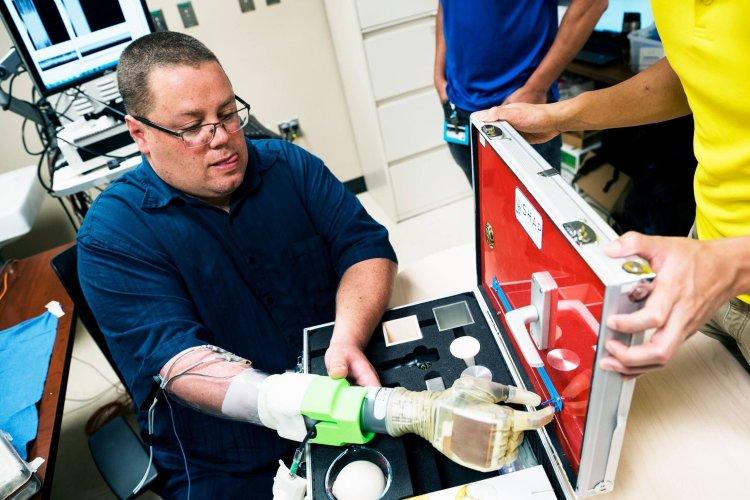 دستاورد جدید دانشمندان فناوری پروتز عصبی چه کمک بزرگی به بیماران قطع عضو میکند