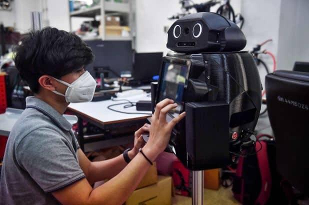 رباتهای نینجا در بیمارستانهای تایلند دمای بدن بیماران کرونا ویروس را کنترل میکنند!