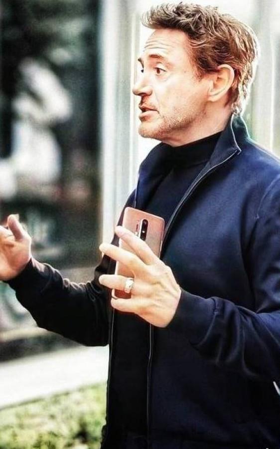 گوشی وان پلاس 8 پرو در دستان رابرت داونی جونیور چکار میکند؟