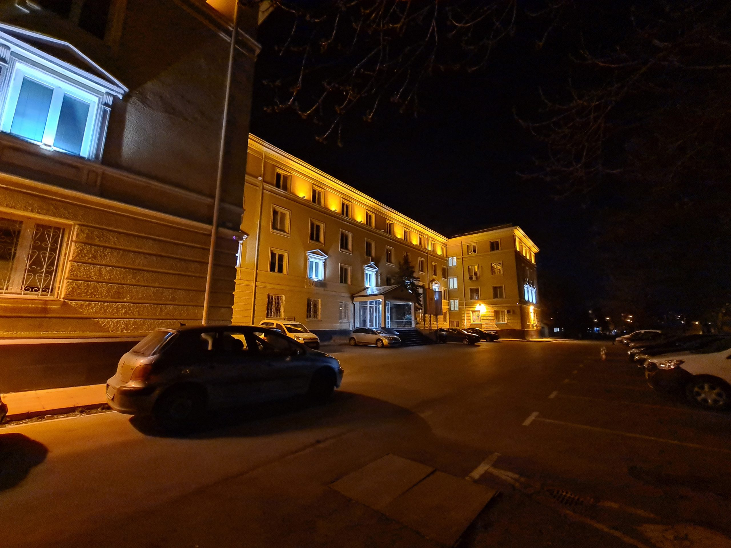 دوربین اصلی در شب با night mode 4 scaled