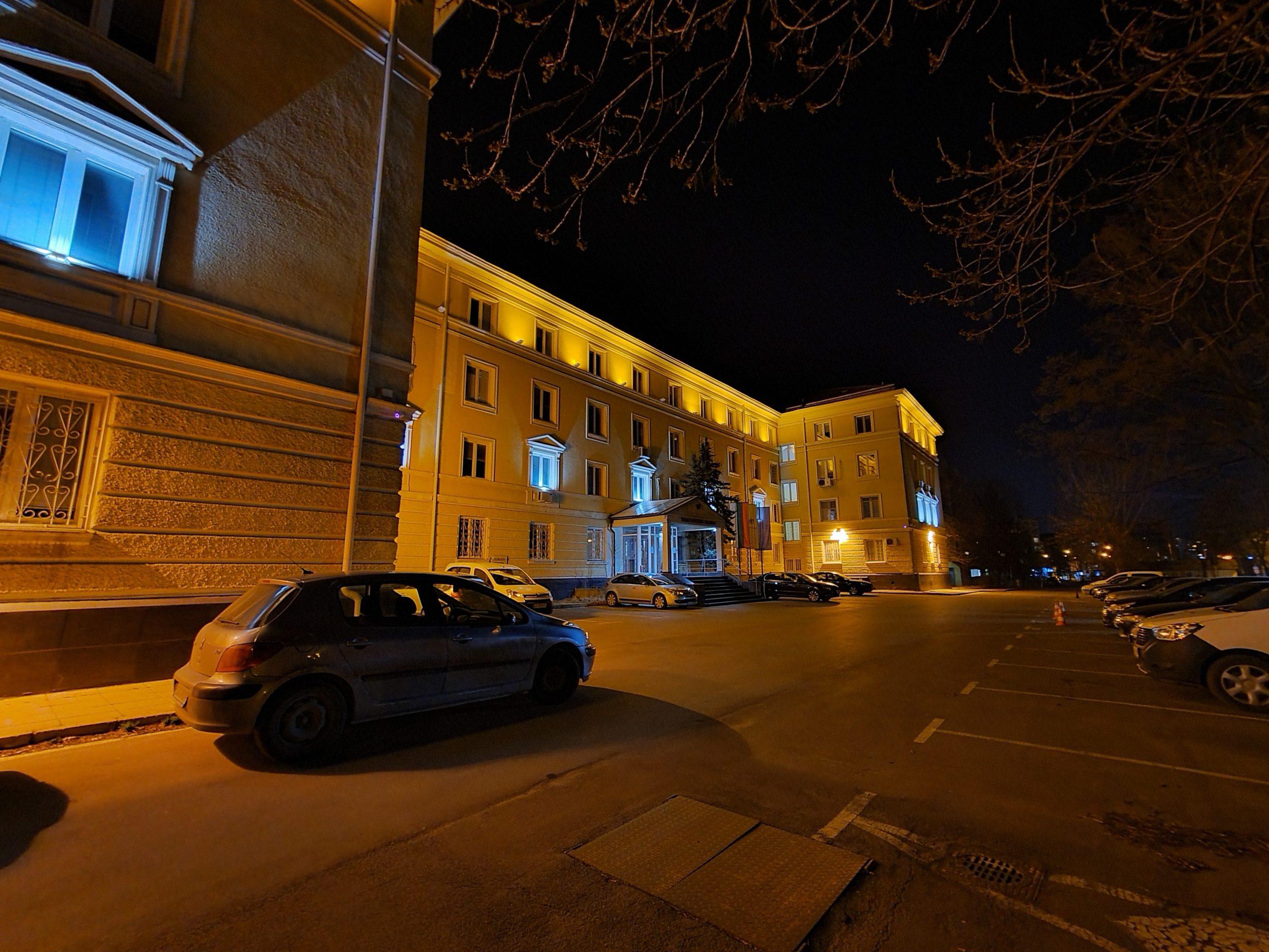 دوربین فوق عریض در شب با زوم 0.5 برابر با Night mode scaled