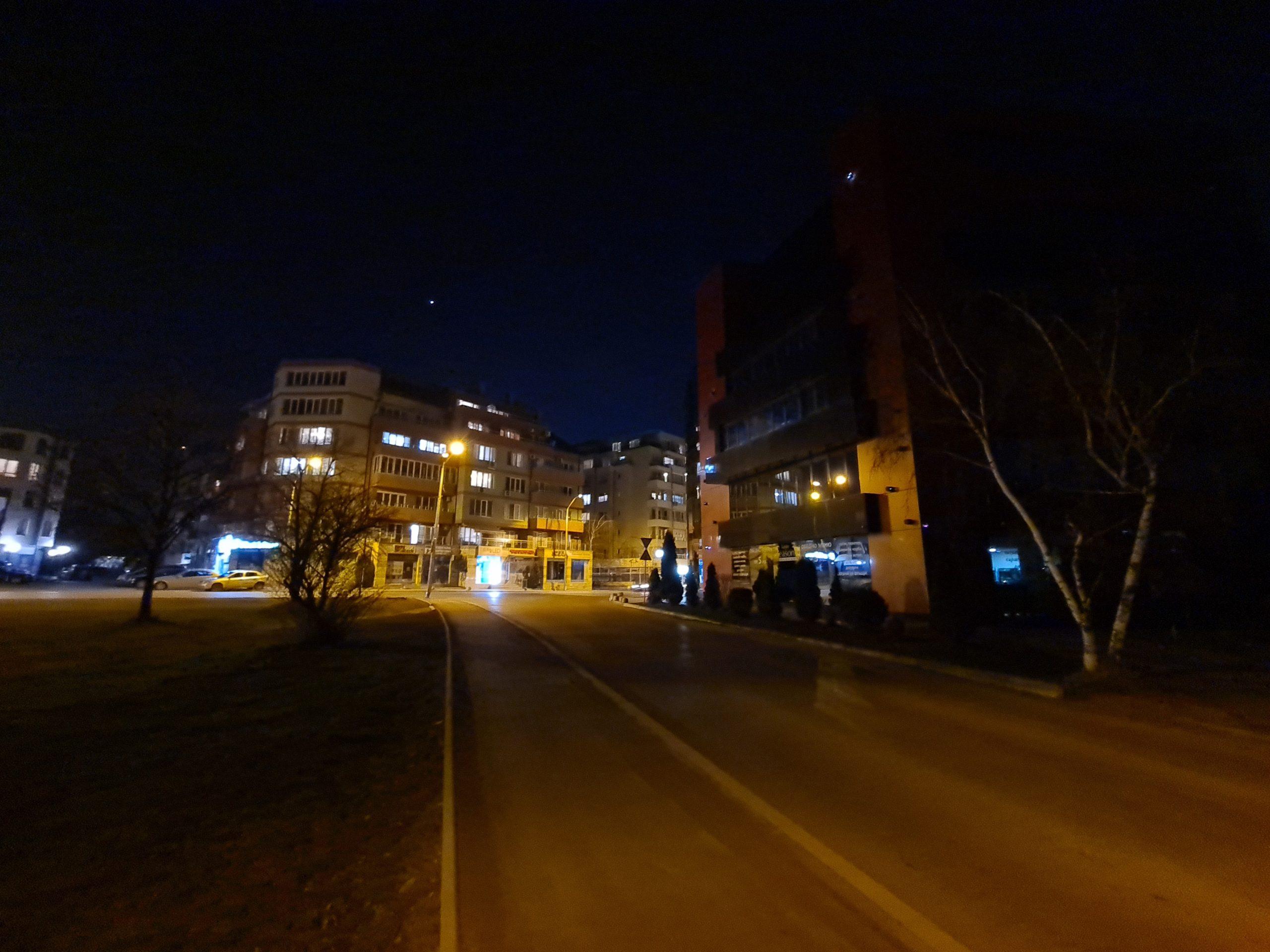 دوربین فوق عریض در شب با زوم 0.5 برابر scaled