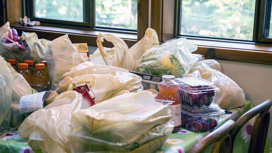 چگونه مواد غذایی خریداری شده را به شکل صحیح، ضدعفونی کنیم؟
