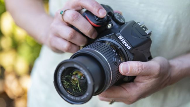 بهترین دوربین های DSLR در سال 2020: برای افراد مبتدی و حرفهای