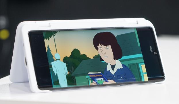 نگاه نزدیک به ال جی ولوت (LG Velvet): قابی برای صفحه نمایش دوم