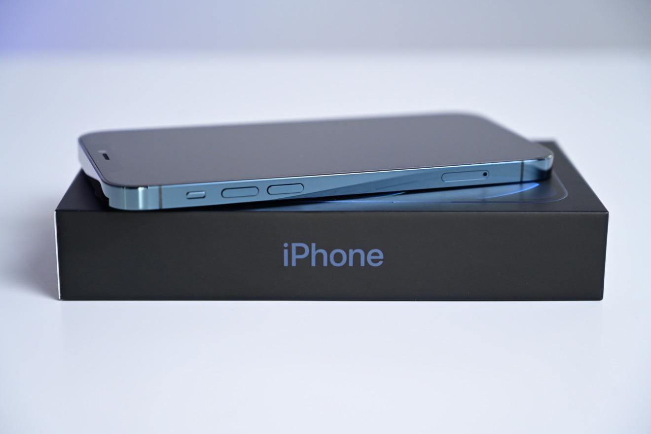 38573 73439 iPhone 12 Pro Blue on Box Closeup