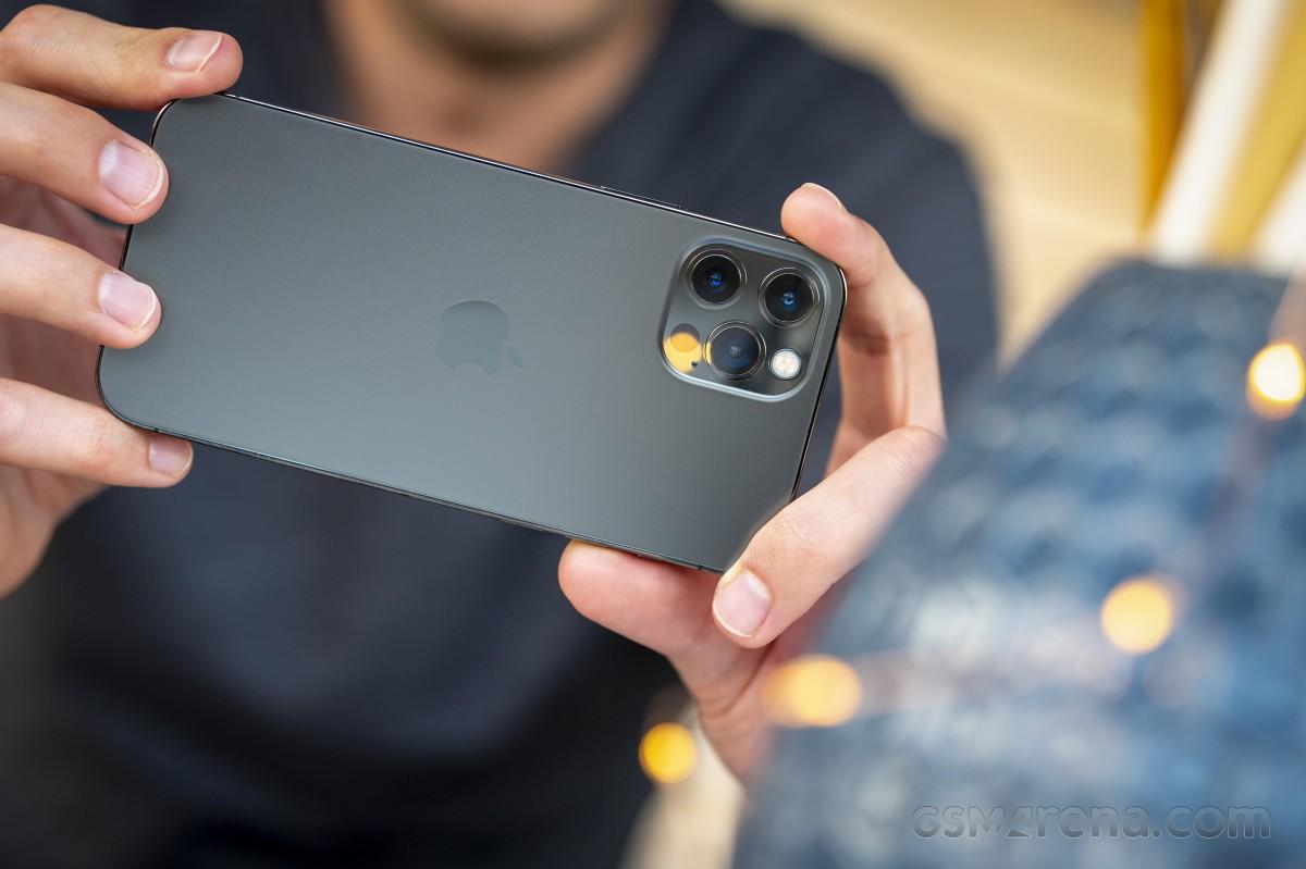 بررسی کامل و تخصصی گوشی آیفون 12 پرو: قرارگیری سر دوراهی انتخاب