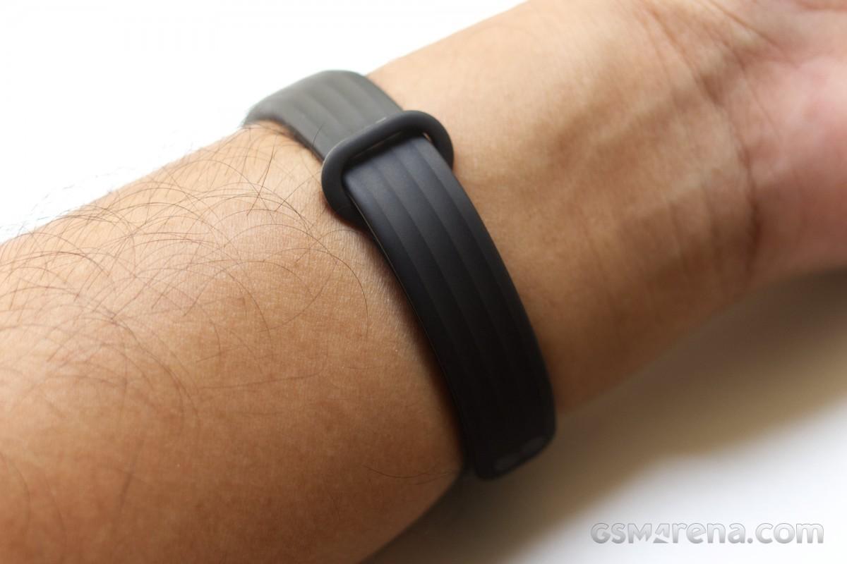 روکیدا | بررسی دست بند سلامتی وان پلاس بند: مراقبی تمام وقت و هوشمند |