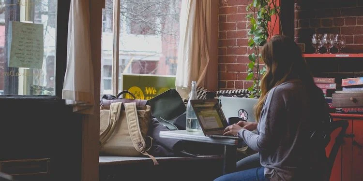 person-typing-on-black-laptop-at-a-desk
