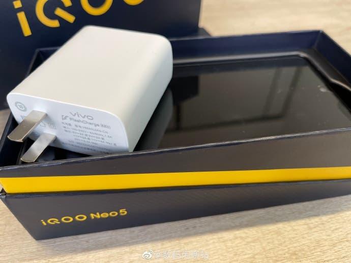 شارژر سریع 66 وات گوشی هوشمند ویو iQOO Neo 5